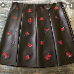 Leather skirt with floral embroidery